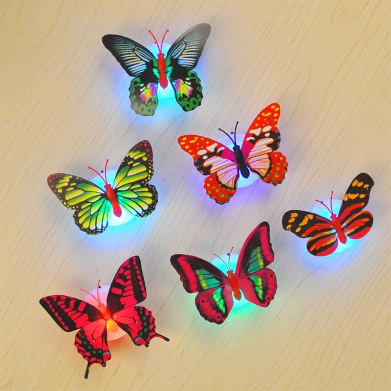 الفراشات المضيئة