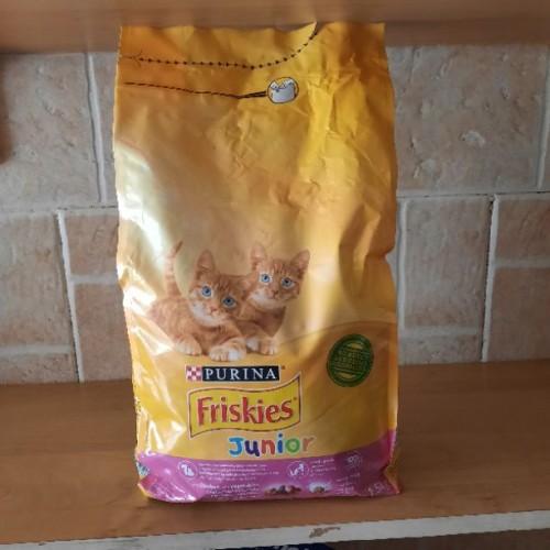 طعام قطط صغيرة friskies